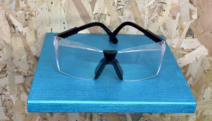 Ochelari de protectie prevazuti cu cadru pentru lentile cu dioptrii